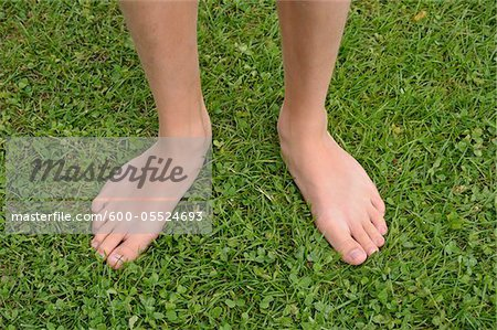 Close-up of Boy's Bare Feet on Grass, Alps, France Stock Photo - Premium Royalty-Free, Image code: 600-05524693