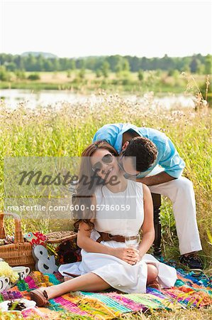 Couple having Picnic, Unionville, Ontario, Canada Stock Photo - Premium Royalty-Free, Image code: 600-05786059