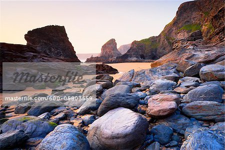 Boulders and Sea Stacks at Low Tide, Bedruthan Steps, Cornwall, England Stock Photo - Premium Royalty-Free, Image code: 600-05803659
