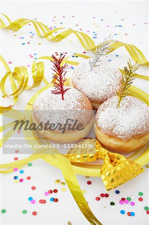 Doughnuts on Paper Plate, Bow Tie and Streamers Stock Photo - Premium Royalty-Free, Image code: 600-05854198