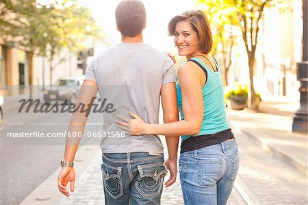 Couple Walking Outdoors, Woman Looking over Shoulder, Portland, Oregon, USA Stock Photo - Premium Royalty-Free, Image code: 600-06531568