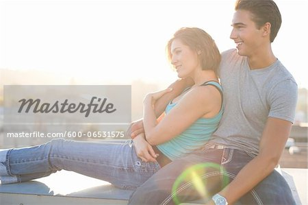 Portrait of Couple Outdoors on Rooftop, Portland, Oregon, USA Stock Photo - Premium Royalty-Free, Image code: 600-06531575