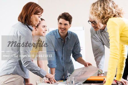Business People in Meeting Looking at Plans and Model of Windmill Stock Photo - Premium Royalty-Free, Image code: 600-06621013