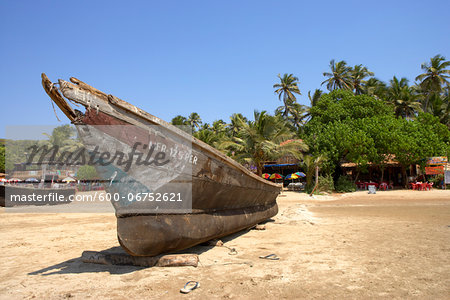 Boat on a beach in Goa, India Stock Photo - Premium Royalty-Free, Image code: 600-06752621