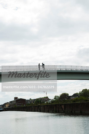 Silhouette of mature businessmen standing on bridge shaking hands, Mannheim, Germany Stock Photo - Premium Royalty-Free, Image code: 600-06782229
