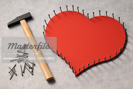 Nails outlinging large, wooden heart and hammer Stock Photo - Premium Royalty-Free, Image code: 600-06961804