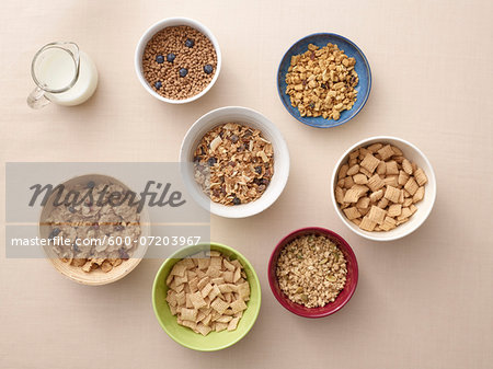 Overhead view of bowls of a variety of healthy cereals and jug of milk, studio shot Stock Photo - Premium Royalty-Free, Image code: 600-07203967