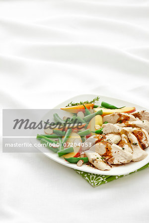 Single Serve Plate with Poached Chicken Breast, Green Beans, Peaches, Slivered Almonds, and Thyme with Balsamic Vinagrette Dressing, Studio Shot Stock Photo - Premium Royalty-Free, Image code: 600-07204053