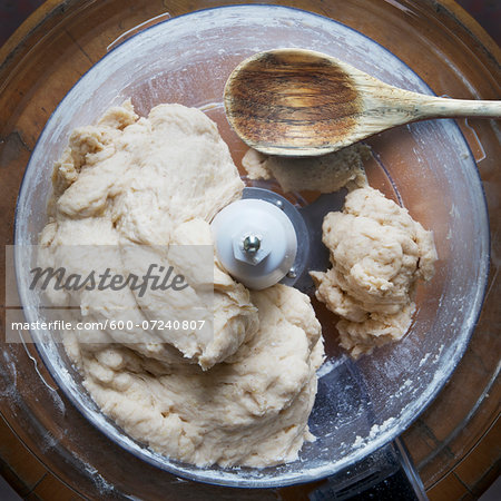 Close-up of uncooked pie dough in food processor with wooden spoon. studio shot Stock Photo - Premium Royalty-Free, Image code: 600-07240807