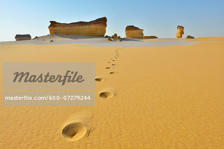 Footprints in Desert Landscape, Matruh Governorate, Libyan Desert, Sahara Desert, Egypt, Africa Stock Photo - Premium Royalty-Free, Image code: 600-07279244