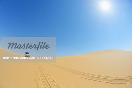 Four Wheel Drive Car in Desert with Blue Sky and Sun, Matruh, Great Sand Sea, Libyan Desert, Sahara Desert, Egypt, North Africa, Africa Stock Photo - Premium Royalty-Free, Image code: 600-07431232