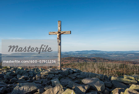 Scenic view of a mountain top (Lusen) with crucifix cross at summit, Bavarian Forest National Park, Bavaria, Germany Stock Photo - Premium Royalty-Free, Image code: 600-07911236