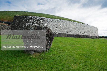 Newgrange, (Si an Bhru), prehistoric monument, Republic of Ireland Stock Photo - Premium Royalty-Free, Image code: 600-08102732