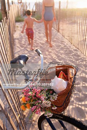 Bicycle on beach Stock Photo - Premium Royalty-Free, Image code: 604-00228902