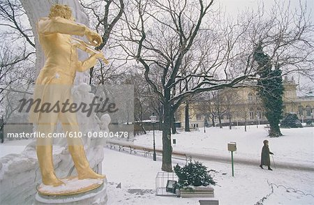 Austria, Vienna, Stadtpark in winter, Johann Strauss monument Stock Photo - Premium Royalty-Free, Image code: 610-00800478