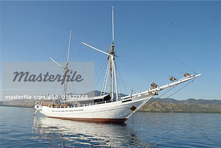 Indonesia, Flores, near Riung, Pulau Tujuhbelas archipelago, leisure boat Stock Photo - Premium Royalty-Free, Image code: 610-01577368