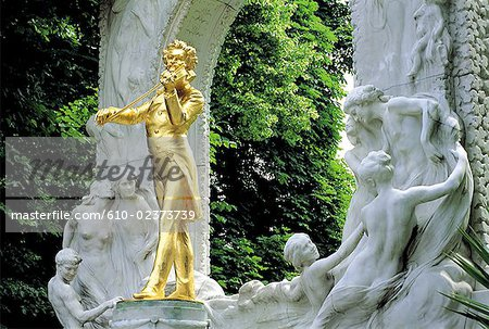 Austria, Vienna, Stadtpark, Johann Strauss monument Stock Photo - Premium Royalty-Free, Image code: 610-02373739
