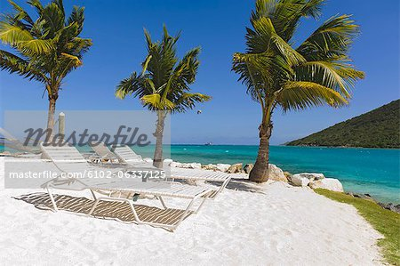 Idyllic beach with empty lounge chair Stock Photo - Premium Royalty-Free, Image code: 6102-06337125