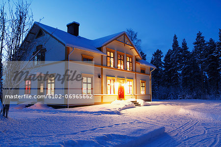Illuminated house at dusk Stock Photo - Premium Royalty-Free, Image code: 6102-06965662