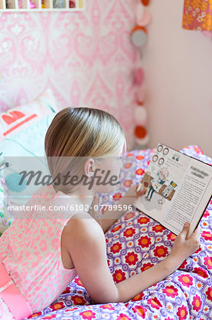 Girl reading in her room Stock Photo - Premium Royalty-Free, Image code: 6102-07789596