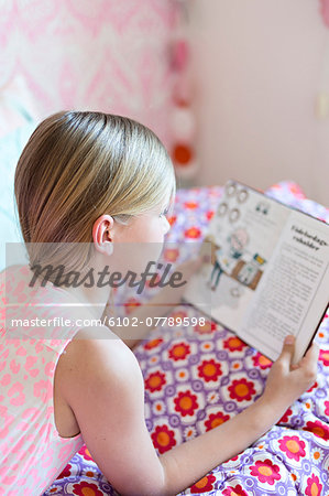 Girl reading in her room Stock Photo - Premium Royalty-Free, Image code: 6102-07789598