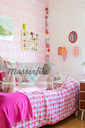 Girl reading in her room Stock Photo - Premium Royalty-Free, Image code: 6102-07789602