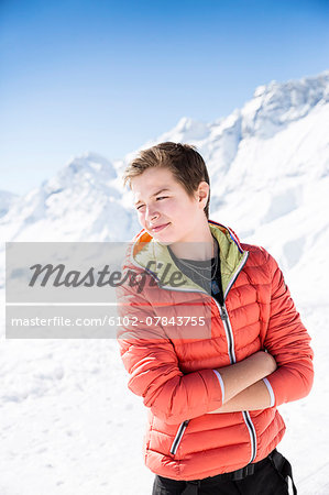 Young man in mountains looking away Stock Photo - Premium Royalty-Free, Image code: 6102-07843755