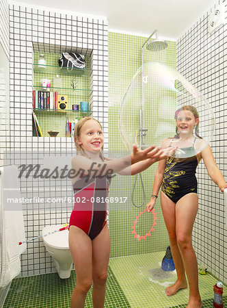 Girls playing in bathroom Stock Photo - Premium Royalty-Free, Image code: 6102-08168917