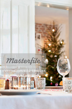 Table set for Christmas meal Stock Photo - Premium Royalty-Free, Image code: 6102-08481264