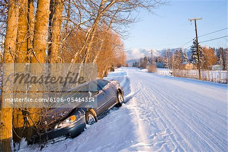 Car in ditch after winter driving in snow Stock Photo - Premium Royalty-Free, Image code: 6106-05414314
