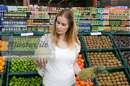 http://image1.masterfile.com/getImage/6106-05457969em-Woman-holding-melon-and-pineapple-in-supermarket.jpg