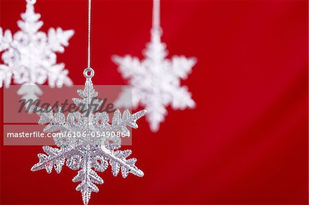 Snowflakes against a red backdrop Stock Photo - Premium Royalty-Free, Image code: 6106-05490864