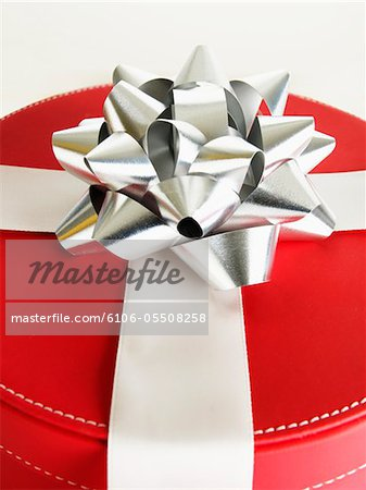 Red gift box with silver bow, close-up Stock Photo - Premium Royalty-Free, Image code: 6106-05508258
