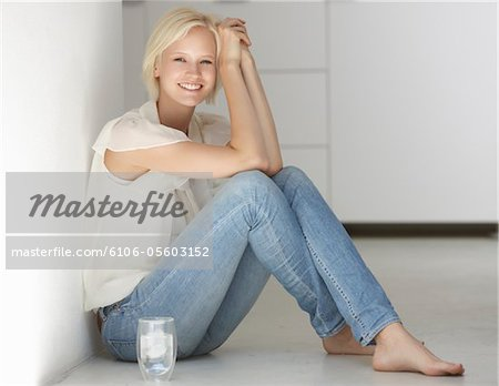 Women sitting beside glas of water Stock Photo - Premium Royalty-Free, Image code: 6106-05603152