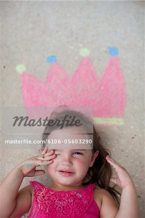 Little girl cith crown drawn in chalk Stock Photo - Premium Royalty-Free, Image code: 6106-05603290