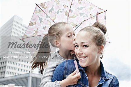 portrait of a mother and her daughter in a city Stock Photo - Premium Royalty-Free, Image code: 6106-05951569
