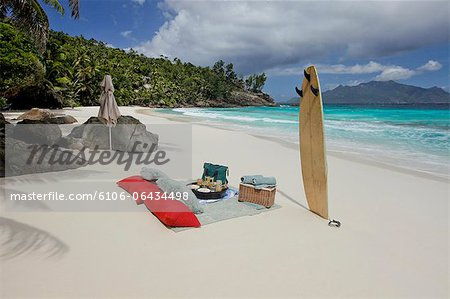 Pic nic in the most beautiful beach of the world Stock Photo - Premium Royalty-Free, Image code: 6106-06434498