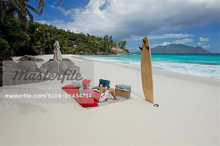 Man drinking champagne on the beautiful beach Stock Photo - Premium Royalty-Free, Image code: 6106-06434734