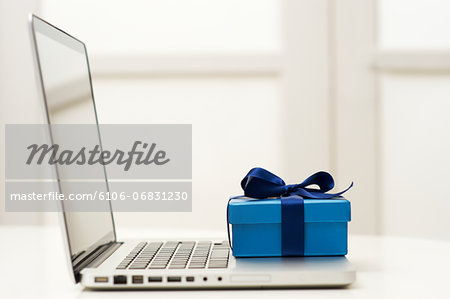 Simply shopping online Stock Photo - Premium Royalty-Free, Image code: 6106-06831230