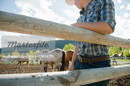Closeup of western belt buckle on woman with rope. Stock Photo - Premium Royalty-Free, Image code: 6106-07454779