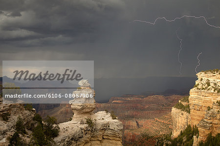 Lightening, rain, sun at Grand Canyon, South Rim Stock Photo - Premium Royalty-Free, Image code: 6106-08057906