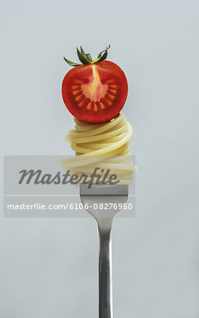 Fork with spaghetti and tomato Stock Photo - Premium Royalty-Free, Image code: 6106-08276950