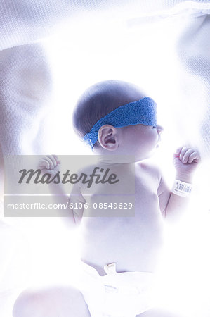 baby in blue light for jaundice treatment Stock Photo - Premium Royalty-Free, Image code: 6106-08549629