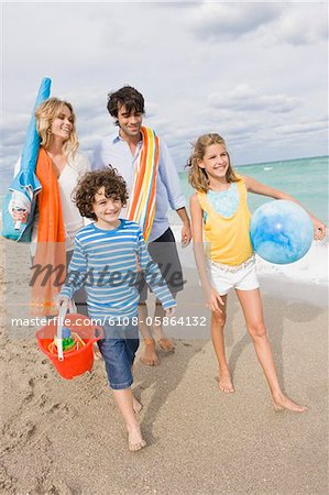 Family enjoying vacations on the beach Stock Photo - Premium Royalty-Free, Image code: 6108-05864132