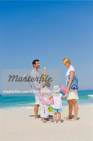 Family on vacations on the beach Stock Photo - Premium Royalty-Free, Image code: 6108-05866029