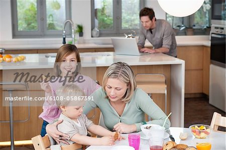 Family at a breakfast table Stock Photo - Premium Royalty-Free, Image code: 6108-05867391