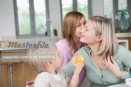 Family at a breakfast table Stock Photo - Premium Royalty-Free, Image code: 6108-05867606