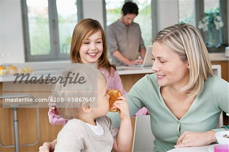 Family at a breakfast table Stock Photo - Premium Royalty-Free, Image code: 6108-05867647