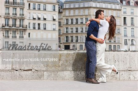 Romantic couple, Paris, Ile-de-France, France Stock Photo - Premium Royalty-Free, Image code: 6108-05872990