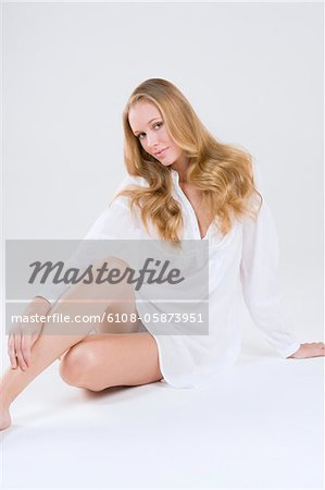 Portrait of a woman posing Stock Photo - Premium Royalty-Free, Image code: 6108-05873951